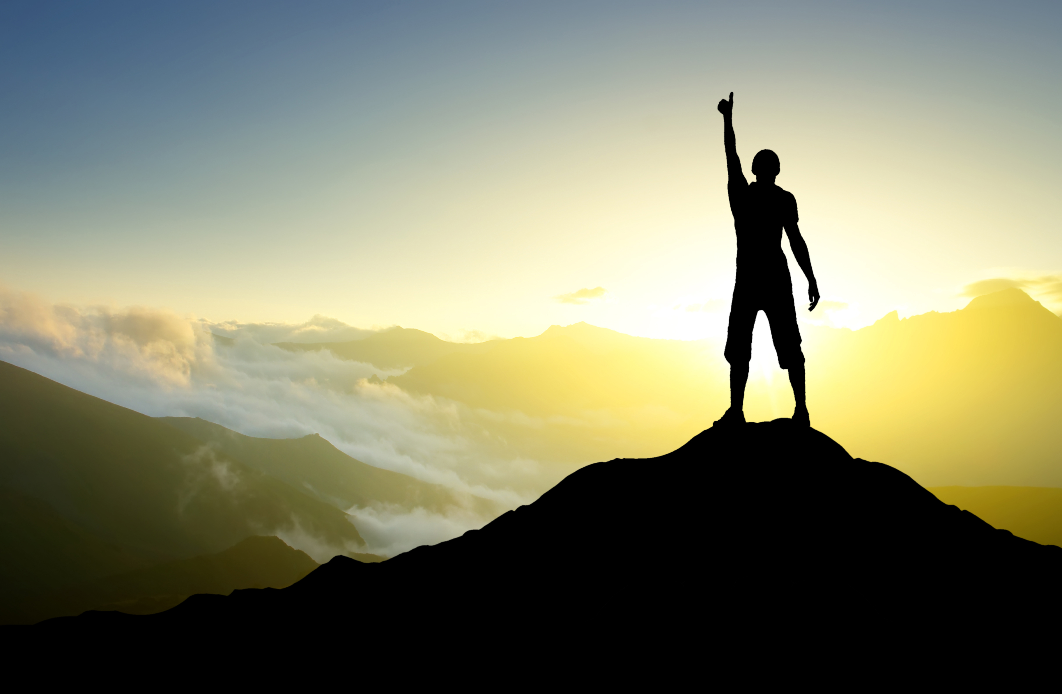 Birey bu dünyada tek başına kalsa dünyasal başarı söz konusu olmaz,
