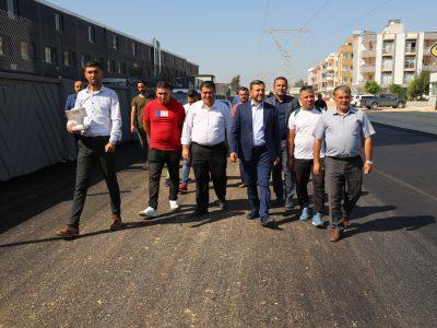 Meşhur Adana sıcağına bir de asfalt sıcağı eklenince yaklaşık 150 derecelik bir ortamda Yüreğirli hemşehrilerimizin yaşam kalitesini yükseltmek için ter döküyorlar.