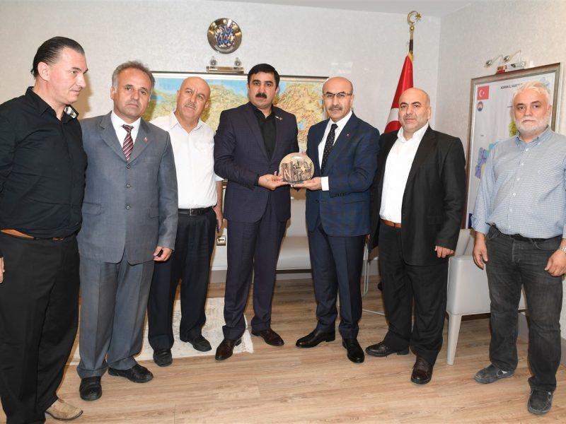 Dünya Avşarlar Derneği Genel Başkanı Şeref Kocakaya ve beraberindekilerin ziyareti, Vali Demirtaş ile yapılan sohbetin ardından son buldu.