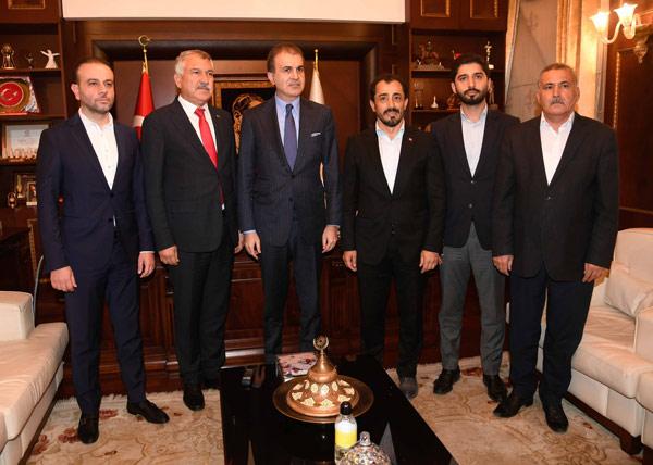 AK Parti Sözcüsü Ömer Çelik, AK Parti Adana İl Başkanı Şerif Güler ve parti yöneticileriyle birlikte, CHP'li Adana Büyükşehir Belediye Başkanı Zeydan Karalar'ı ziyaret etti