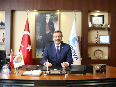 """Başkan Soner Çetin, 10 Kasım'ın bir matem günü olmadığını söyleyerek, Büyük Önder'in """"Benim naçiz vücudum elbet bir gün toprak olacaktır, ancak Türkiye Cumhuriyeti sonsuza dek yaşayacaktır"""" sözünü anımsattı. Başkan Soner Çetin şöyle devam etti:"""