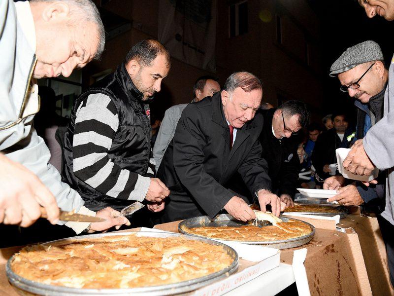 Başkan Akay şantiyede işçilerle
