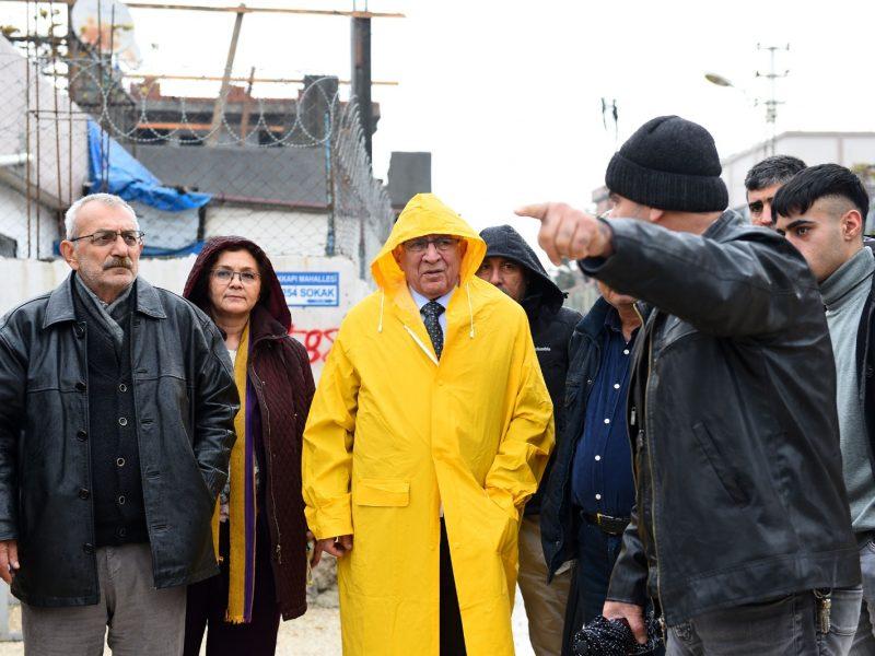 Seyhan Belediyesi Adana'da son 56 yılın en yoğun yağışı nedeniyle oluşan su baskını ve olağanüstü durumda da halkın sağlığı ve refahı için rutin işlemlerini aksatmıyor.