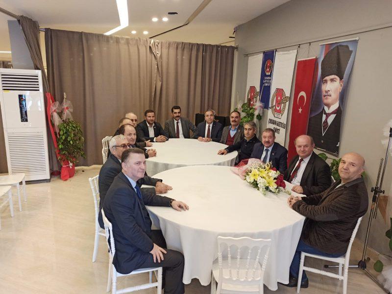 Çukurova Gazeteciler Cemiyeti Başkanı Esendemir de sendikaların demokrasinin vazgeçilmez unsurları olduğunu belirterek özgür ve bağımsız bir basın için bu sektörde de sendikalaşmanın önemine dikkat çekti.