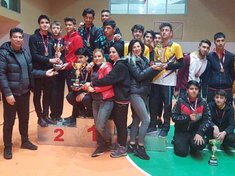 Katılımcı sayısının her geçen gün artması, yaptığımız çalışmaların meyvelerini vermiş olması bizleri ayrıca mutlu etmiştir. Burada başarılı olan genç sporcularımızın içinden inanıyorum ki Adana'mızı grup müsabakalarında en iyi şekilde temsil edecek kardeşlerimiz çıkacaktır.