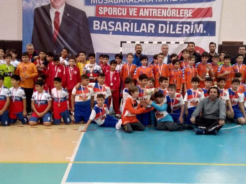 """Bizlerin her daim destek olan Gençlik ve Spor İl Müdürümüz Abdulkadir Ataşbak'a teşekkür ederken başarılı olan sporcu kardeşlerimi de kutluyorum."""" Dedi."""