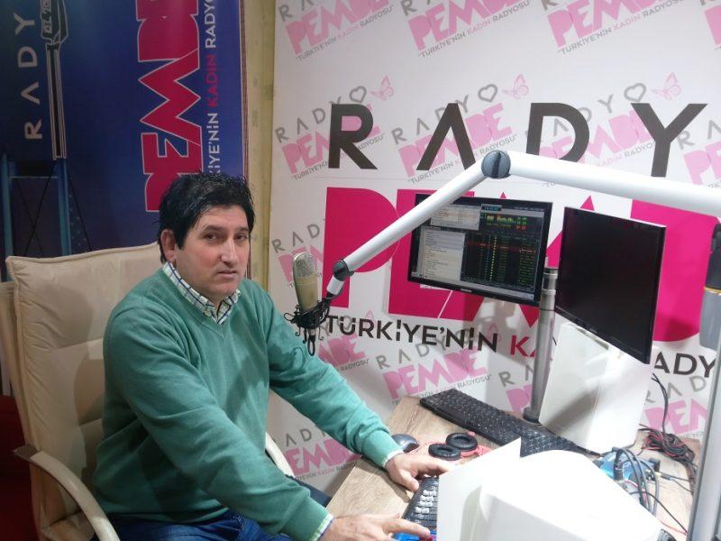 Deneyimli gazeteci-radyocu K. Yalçın Göl'ün Genel Yayın Yönetmenliğini yaptığı Radyo Pembe yeni yayın dönemine spordan sonra haberde de hızlı girdi..