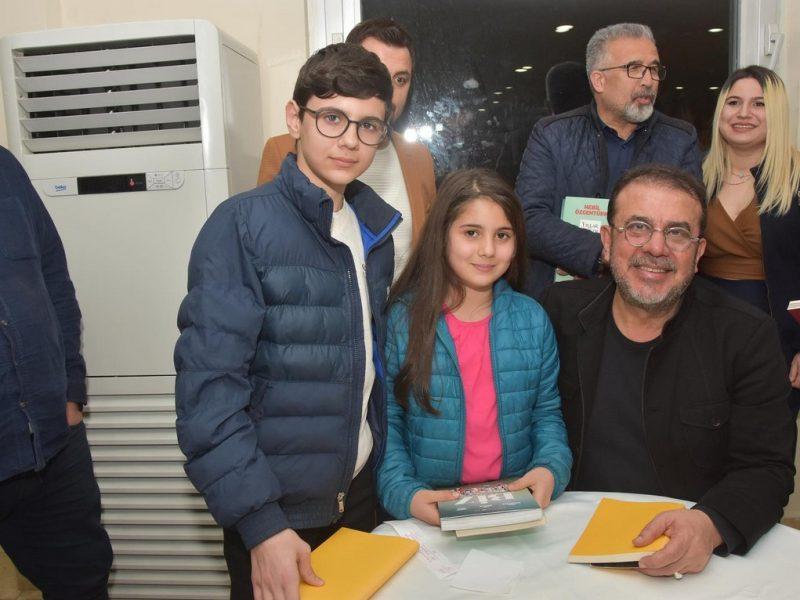 Ceyhan Belediyesi ünlü Yönetmen, Gazeteci-Yazar Nebil Özgentürk'ün katılımıyla Tarık Akan'ı anma etkinliği düzenledi.