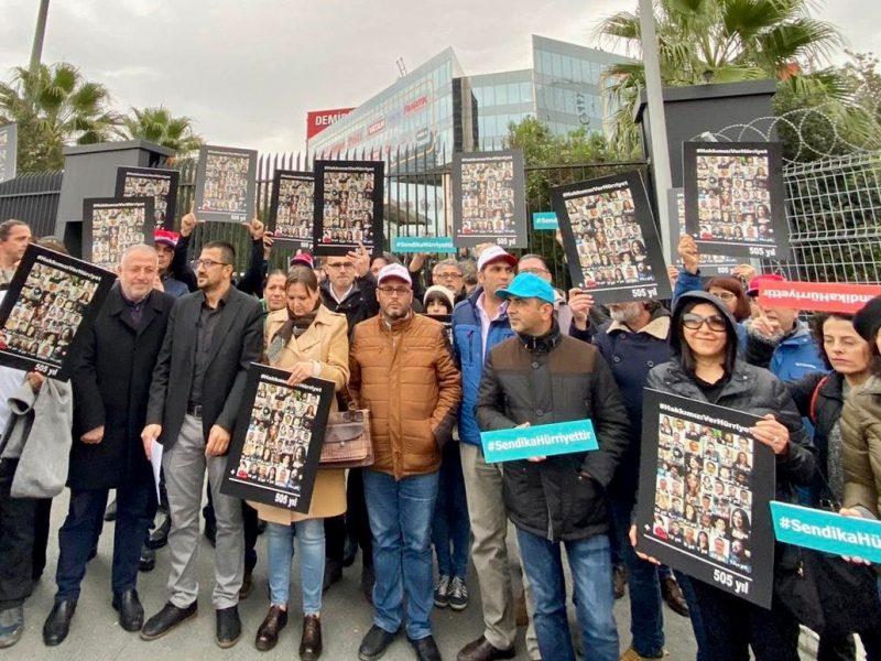 Hürriyet'ten tazminatsız olarak çıkarılan Türkiye Gazeteciler Sendikası üyesi basın emekçileri hak mücadelesini sürdürüyor.