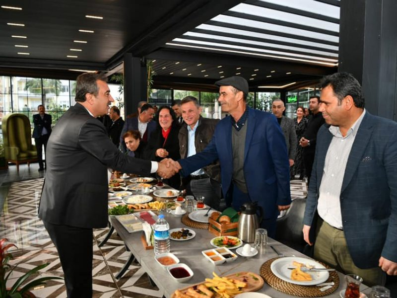 Başkan Soner Çetin, Adana'da tüm belediyelerin bu afetten işbirliği içinde yüzünün akıyla çıktığını belirterek, başka valilik olmak üzere tüm belediyeler ve kurumlar olarak koordinasyon içinde çalışma yaptıklarını söyledi.