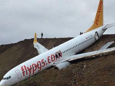 """Pegasus Hava Yolları'ndan konuya ilişkin yapılan açıklamada, """"İzmir Adnan Menderes-Sabiha Gökçen seferini yapan PC2193 sefer sayılı TC-IZK kuyruk tescilli uçağımız, bugün İstanbul Sabiha Gökçen Havalimanı'na iniş yaptıktan sonra pistten çıkmıştır. An itibarıyla, can kaybı bulunmuyor, yaralı yolcularımız hastanelere sevk ediliyor. Gelişmelerle ilgili bilgi verilmeye devam edilecektir."""" ifadelerine yer verildi."""