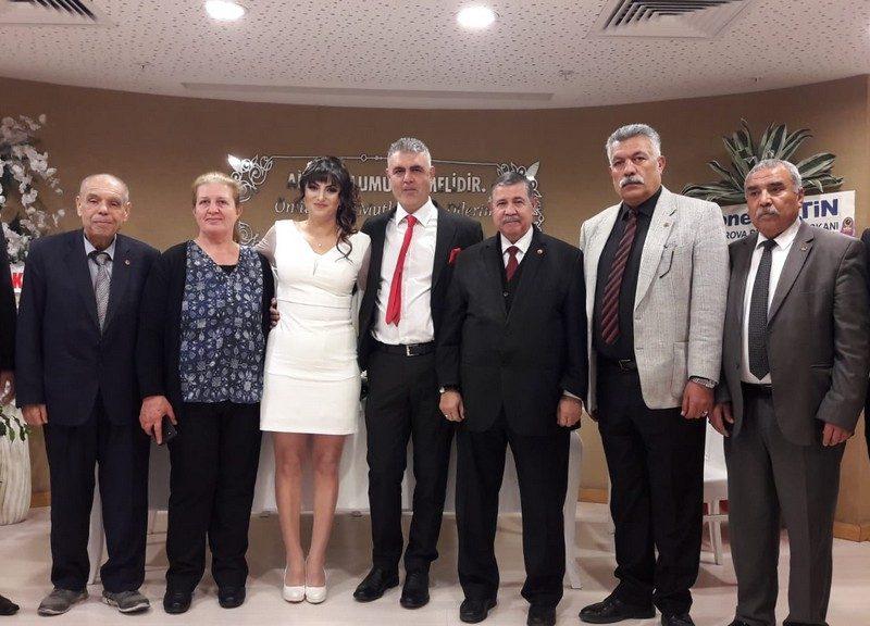 Çukurova Belediyesi Nikah Salonu'nda kıyılan nikah merasimine TÜED Adana Şube Başkanı Seyfi H. İyiyürek, yönetim kurulu üyeleri ve her iki ailenin yakınları ve dostları katıldı.