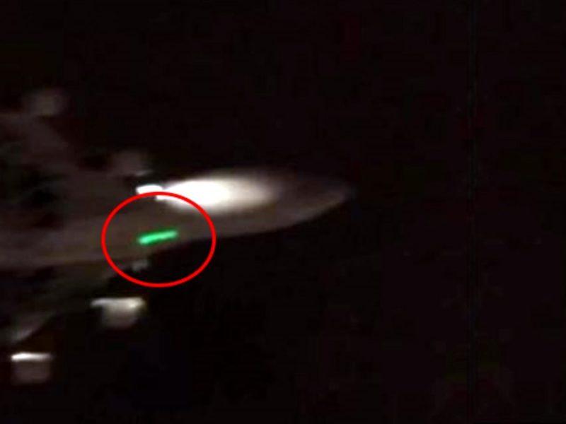 Gökyüzündeki uçaklara lazer tutmak bazıları için bir eğlence gibi görülse de bu durum felaketle sonuçlanabilir.