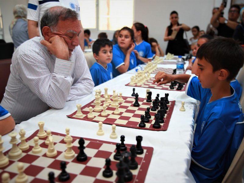 ÖDÜLLER VERİLECEK Yoğun bir katılım ve 5 farklı kategoride gerçekleşecek olan Seyhan Belediyesi Birinci Ödüllü Satranç Turnuvası'nda, sporculara kupa ve madalyaları'nın yanı sıra 1.'ye, Ahşap Satranç takımı+DGT 3000 Satranç Saati, 2.olan yarışmacıya Satranç takımı+DGT 2010 Satranç Saati, 3.lüğü elde eden yarışmacı ise Satranç takımı ve Easy Satranç Saati ile ödüllendirilecek.