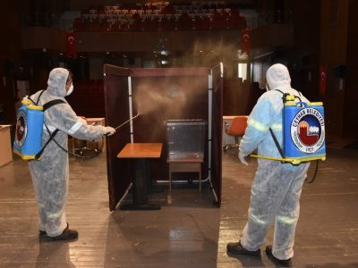 5 Nisan Pazar günü Murat Göğebakan Kültür Merkezi'nde gerçekleşecek Ceyhan Belediye Meclisi seçimleri öncesinde seçimin yapılacağı salon korona virüs salgını önlemleri kapsamında dezenfekte edildi