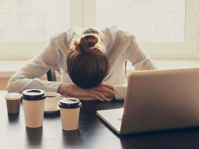 Stres Yönetimi Değişim Programı sayesinde nefesin ve düşüncelerinizin farkında olunca şu anı yaşayacaksınız. Kaygılar ve korkular ortadan kalkacak. Size stres yaratan şeylere verdiğiniz tepkileri fark ettikçe stresi yönetebileceksiniz.