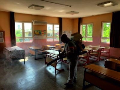 Ceyhan Belediyesi, bu hafta sonu yapılacak olan Liselere Giriş Sınavı(LGS) öncesi sınavın yapılacağı okulları dezenfekte ediyor.