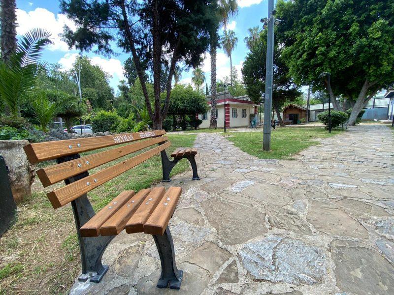 """Parklara """"Sosyal mesafeli"""" bank yerleştiriliyor"""