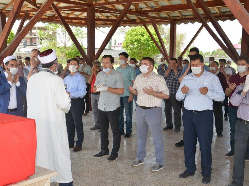 Asri mezarlığında düzenlenen cenaze törenine, Vali/Belediye Başkan V. Sayın H. Engin Sarıibrahim,