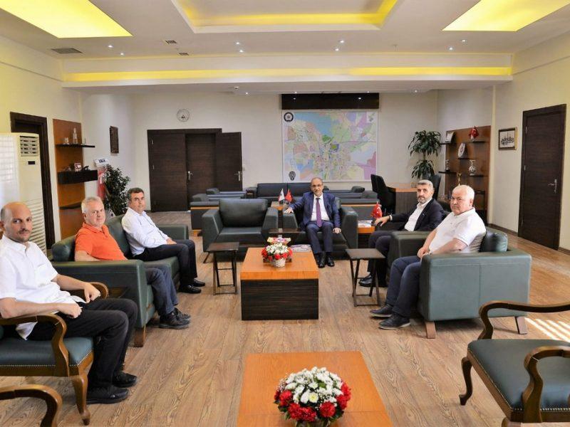 """Adana'mızın emniyet ve asayişini sağlayarak, Ülkemiz Halkının huzurlu bir ortamda yaşamasına vesile olan siz değerli emniyet güçlerimize şükranlarımı sunuyorum"""" diyen Çalışkan,"""