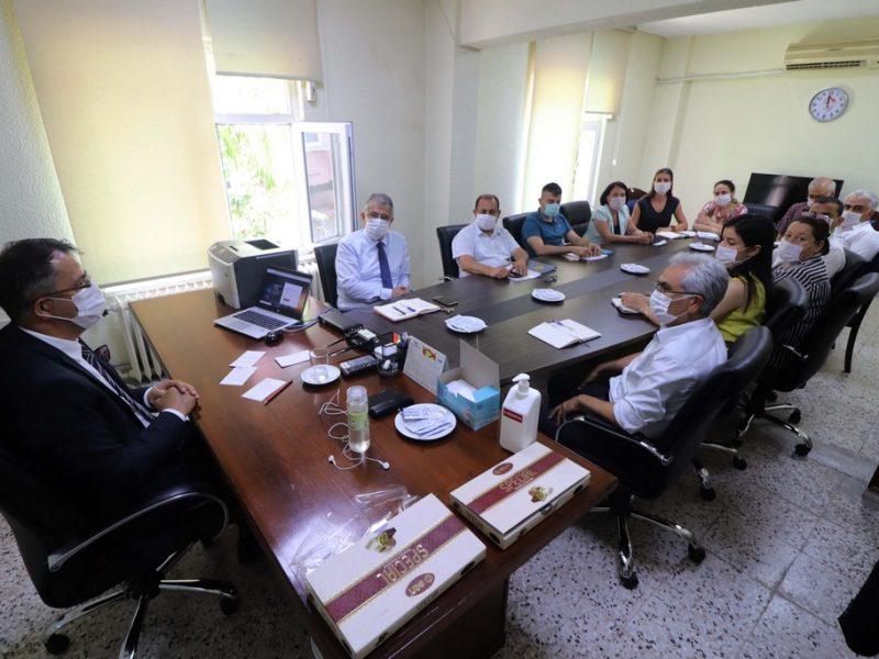 Adana Gençlik ve Spor İl Müdürlüğüne atanan Muzaffer Çintimar'ı havaalanında TOHM atletizm sporcuları ve Şube Müdürü Mustafa Lavkor karşıladı.