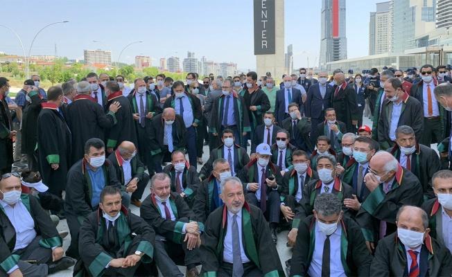 CHP ise Genel Kurul'da da muhalefet edeceği düzenlemeyi, yasalaşması halinde aynı gün Anayasa Mahkemesi'ne götürecek.