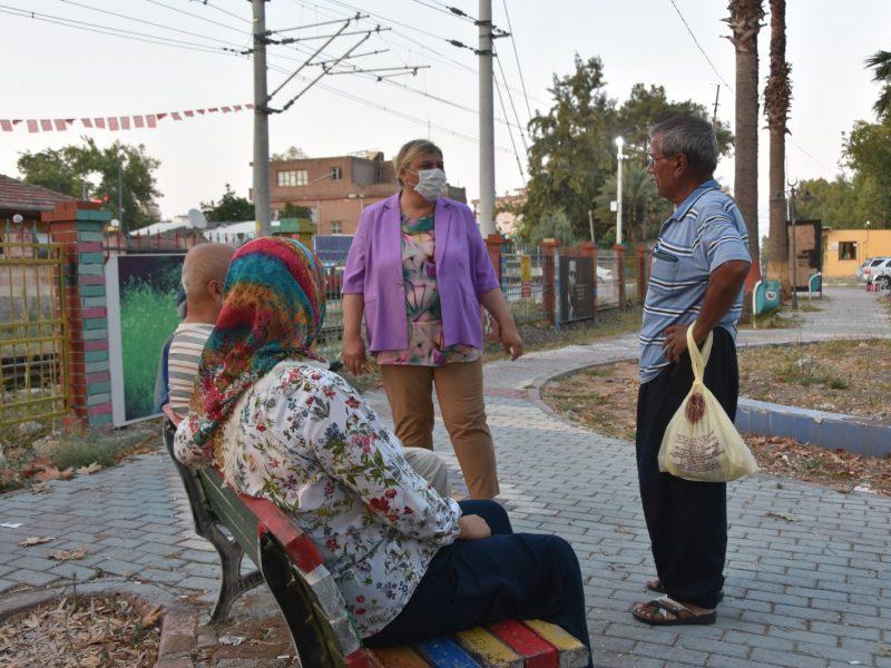 Vatandaşlarla sohbet eden Başkan Erdem '