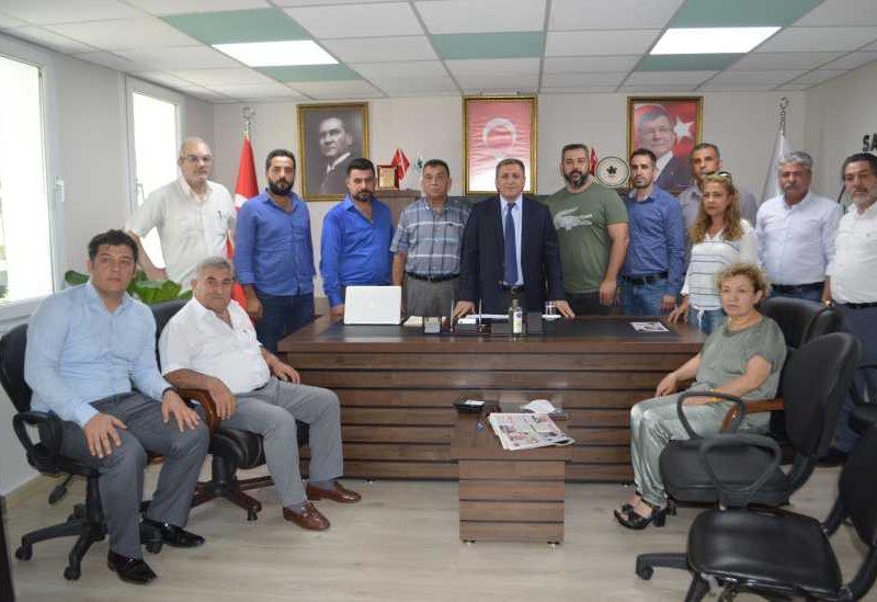 Gelecek Partisi Adana İl Başkanı Kenan Akkaya ile il ve ilçe yönetim kurulu üyeleri gazete temsilcileri ile bir araya geldi.