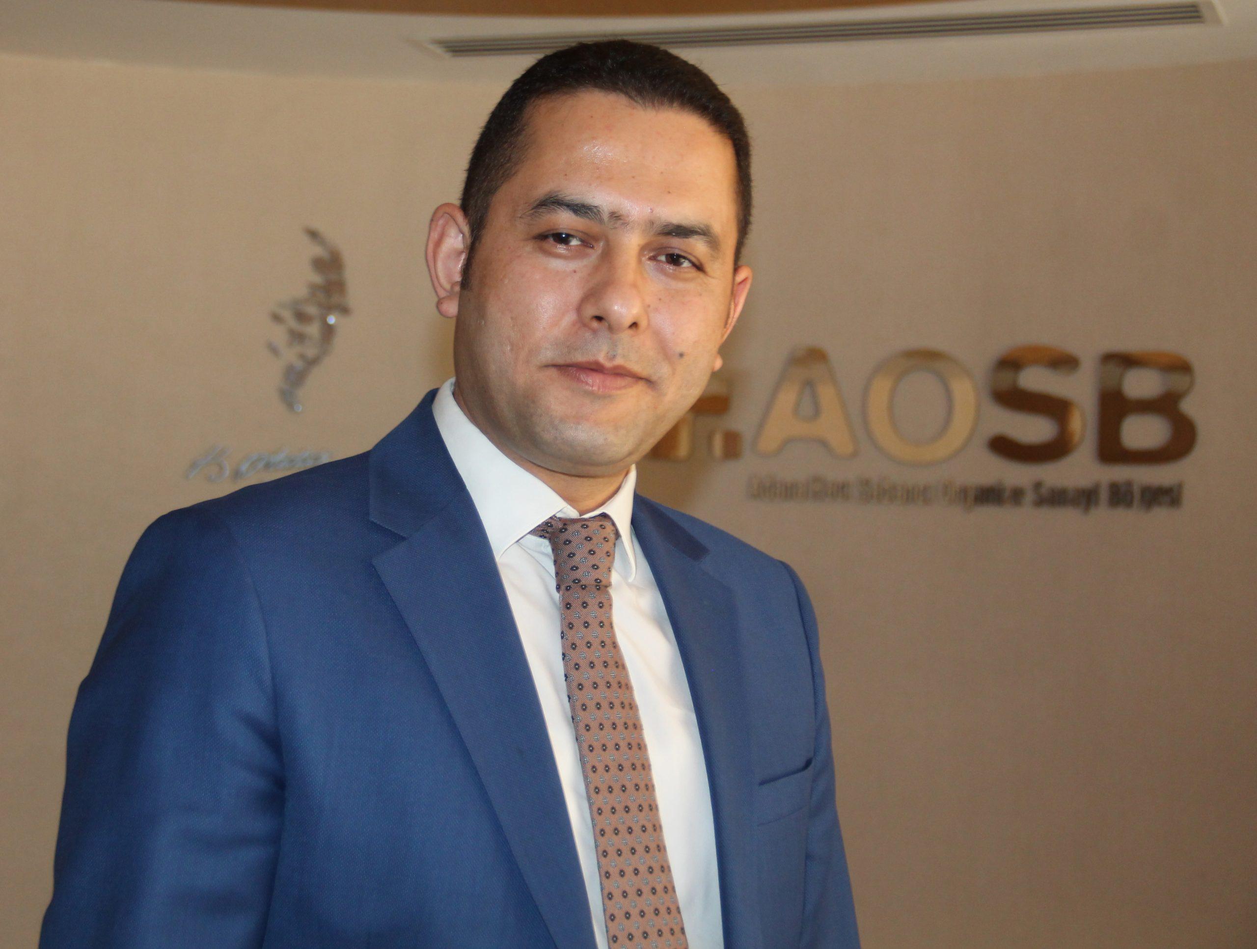 """Türkiye'nin ilk 3 büyük OSB'si olma yolunda hızla ilerleyen Adana OSB Bölge Müdürü Erksin Akpınar, sanayicilerine sadece sorunsuz ve kesintisiz üretim imkanı sunmakla kalmayıp, dünya pazarlarında en iyi şekilde tanıtımlarını sağlamak amacıyla OSEO (Organized Saerch Engine Optimization)"""" projesini hayata geçirdiklerini bildirdi."""