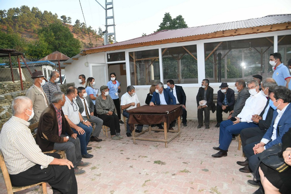 Adana Büyükşehir Belediyesi, Aladağ'ın ardından Feke ilçesine gerçekleştirilen ulaşım ve su yatırımlarının açılışını, halkın katıldığı törenlerle hayata geçirdi. Başkan Zeydan Karalar Ormancık, Süphandere ve Tokmanaklı köylerinde 3 köprünün açılışını yaptı. Yoğun katılımın yaşandığı ve bölge halkının Zeydan Karalar'ı adeta sevgiye boğduğu açılış törenlerinde büyük coşku vardı.